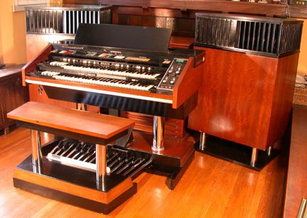 This is a Hammond X66, I would love to have this organ and