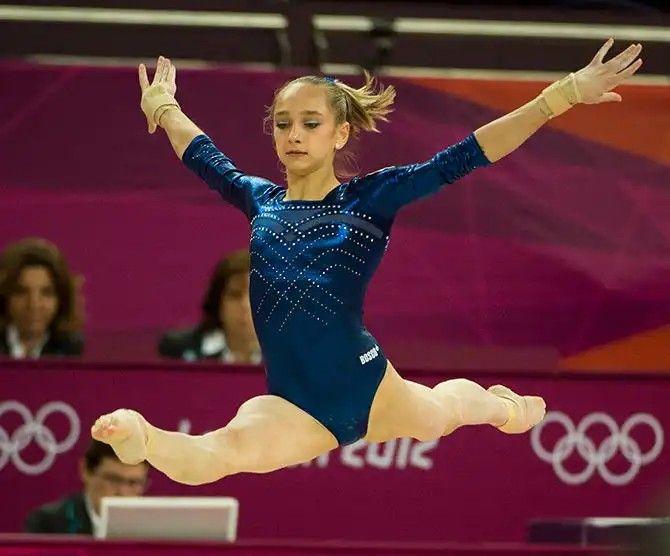 ボード「Women artistic gymnastics photos high resolution 2」のピン