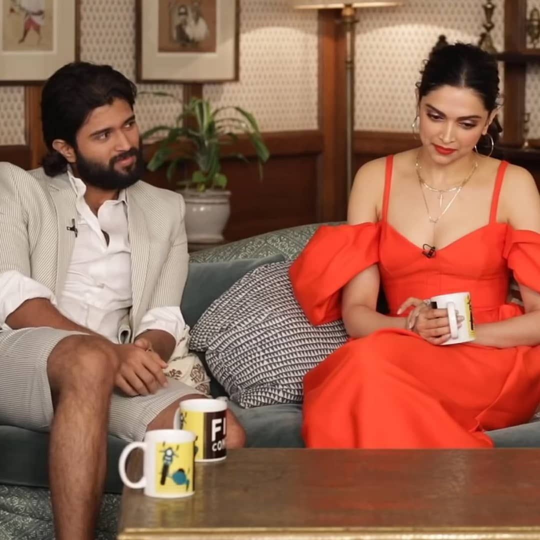 Deepika Padukone And Ranveer Singh S Adorable Pda During An Interview Is Melting Hearts Across Nation Hungryboo Indian Actress Pics Deepika Padukone Ranveer Singh