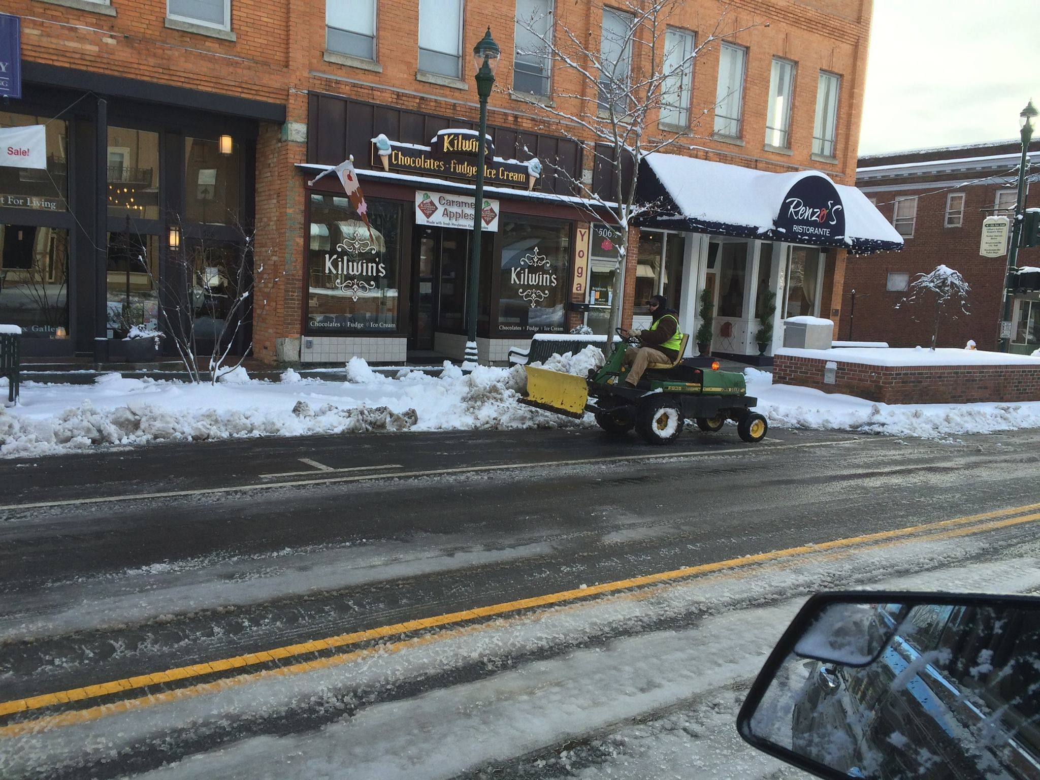 Who says we cant handle snow in the south downtown who says we cant handle snow in the south downtown hendersonville nc solutioingenieria Image collections