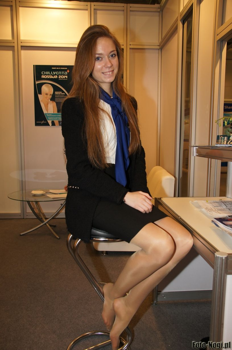 Can Women wearing pantyhose at work think
