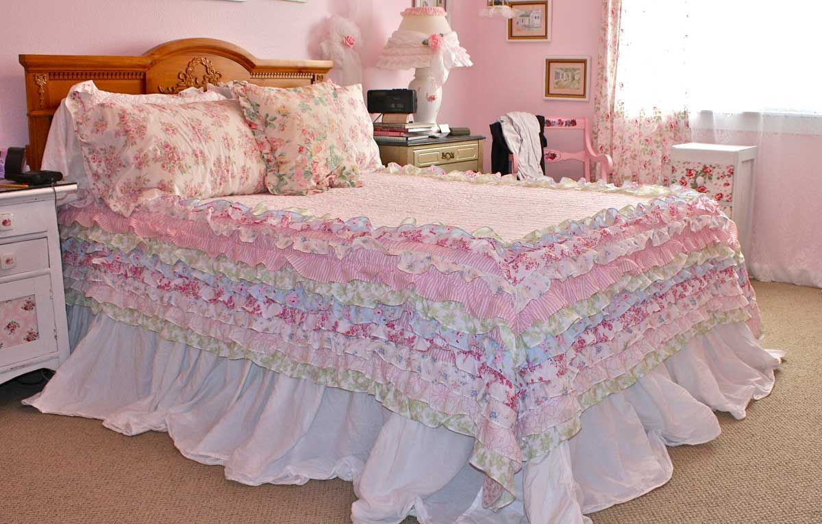 Living Beautifully: New Shabby Ruffled Quilt Debut