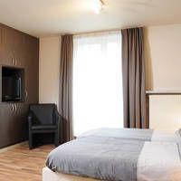 Hotel Lace  Trendy stadshotel met vriendelijk personeel en uitstekende ligging aan het begin van de winkelstraat.  EUR 42.00  Meer informatie  http://bit.ly/1RmW6bC