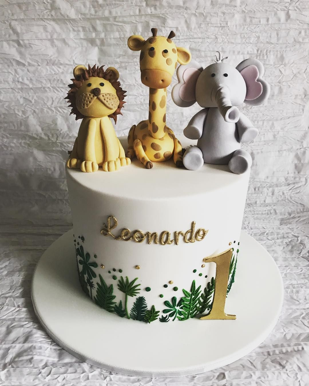 """Queen of Cakes on Instagram: """"Leonardo's green and gold jungle theme."""