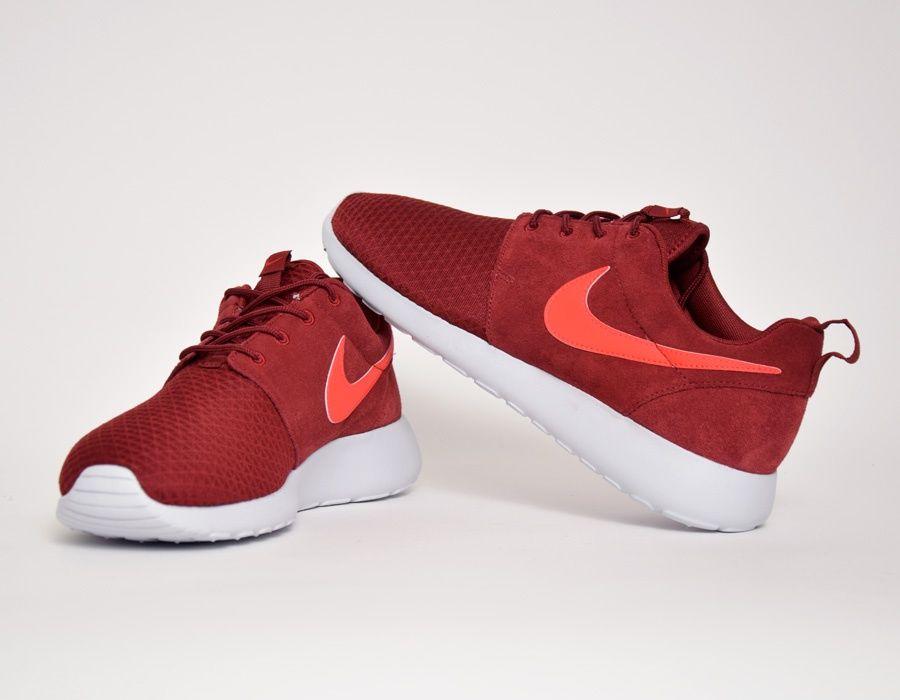 best service 3b156 709c2 ... Nike Roshe Run Winter Wmns Burgundy sneakers ...