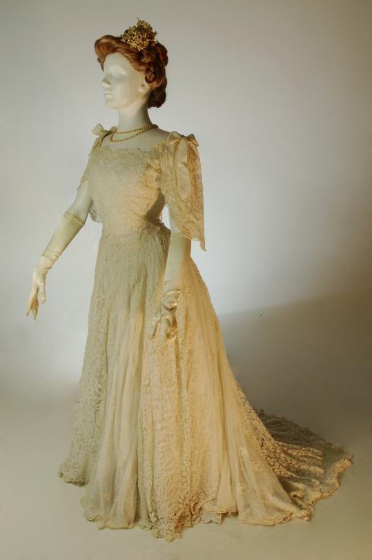 FCBTC / ca. 1905. Irish Lace Day Dress