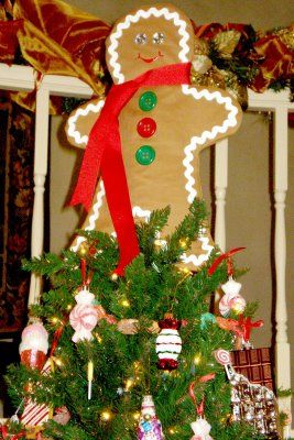 All The Cool Kids Love To Craft Gingerbread Man Of My Dreams Gingerbread Christmas Tree Gingerbread Man Decorations Christmas Decor Diy