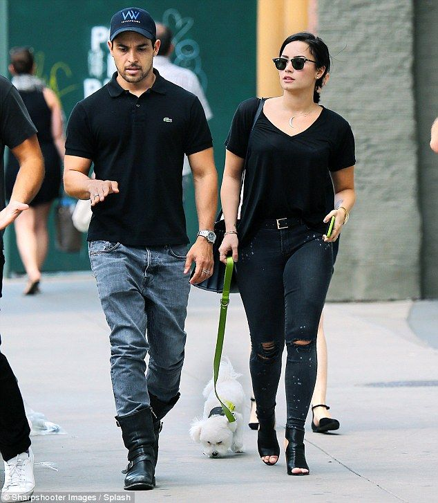 Who did demi lovato date after wilmer