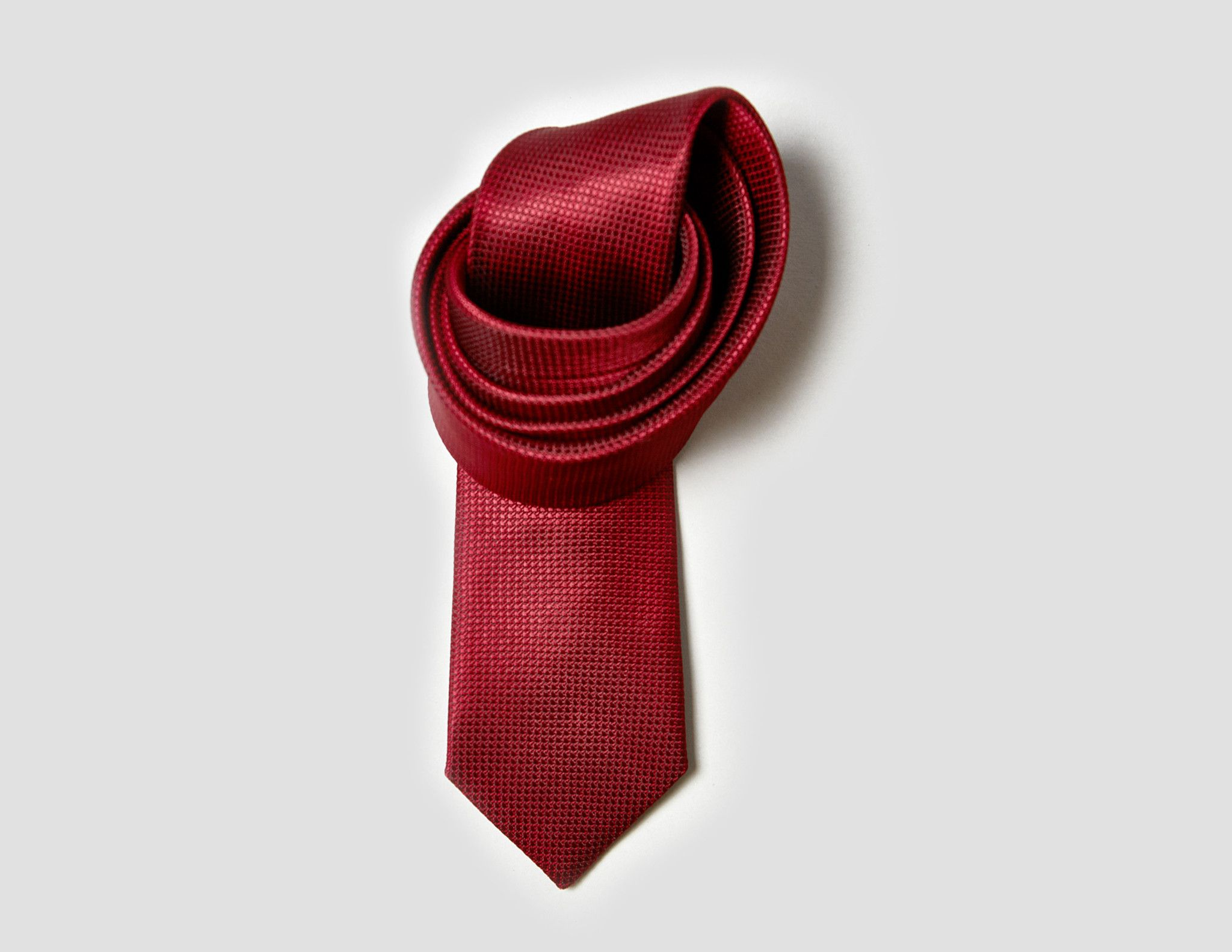 CARDINAL Red slim tie- This exquisitely hand crafted tie matches perfectly with most classic colors.