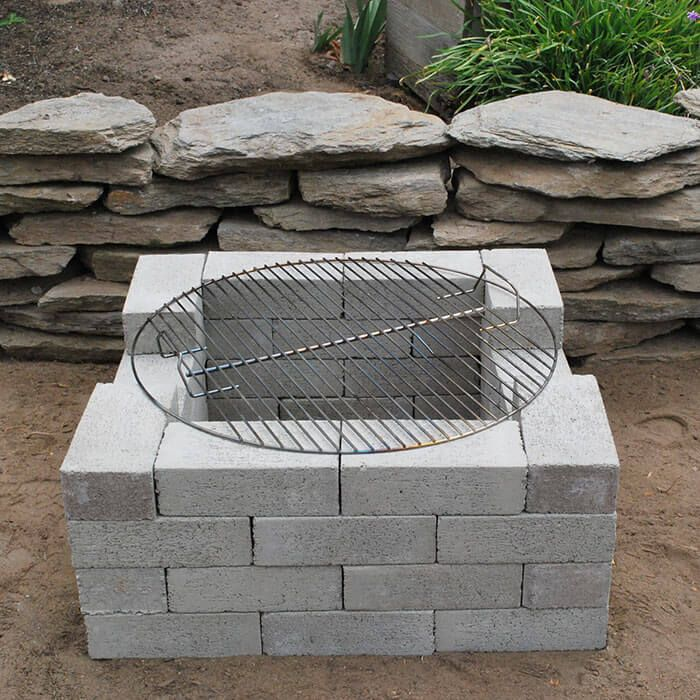 27 awesome diy firepit ideas for your yard super easy for Easy diy fire pit with grill