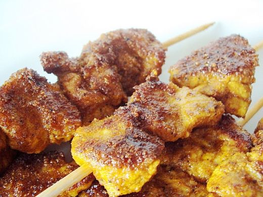 Pinchitos de pollo (spanish chicken kebabs)