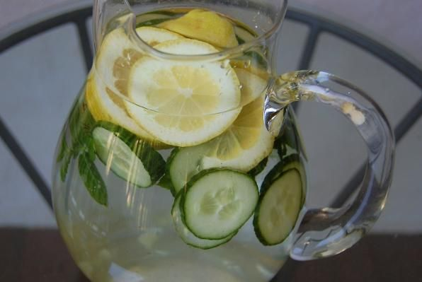Wie man Gurkenwasser zur Gewichtsreduktion vorbereitet
