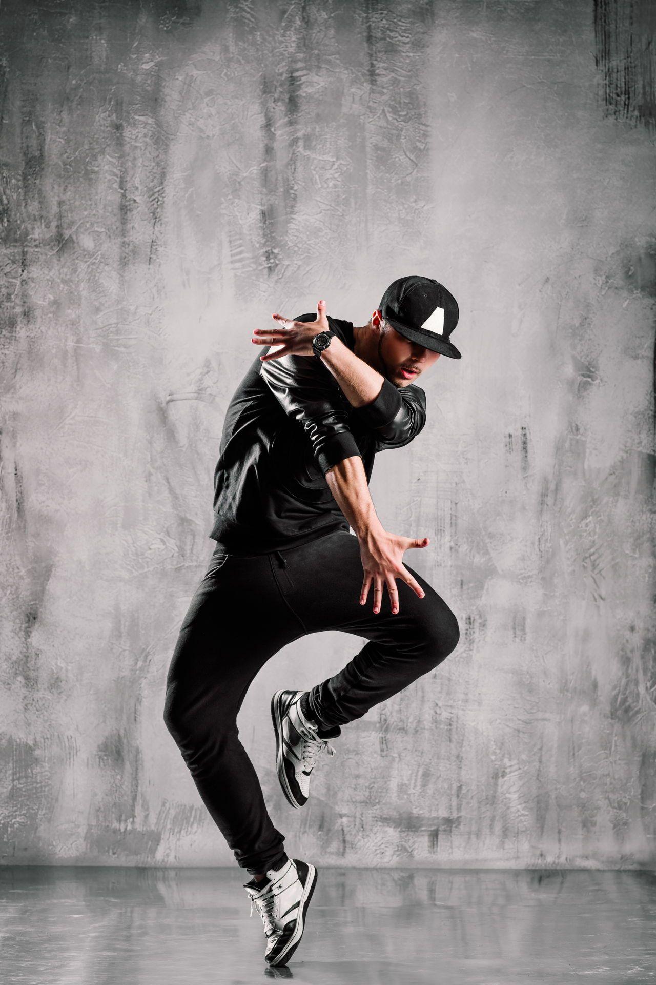 Hip Hop Dance Moves Step By Step Hip Hop Dancer Hip Hop Dance