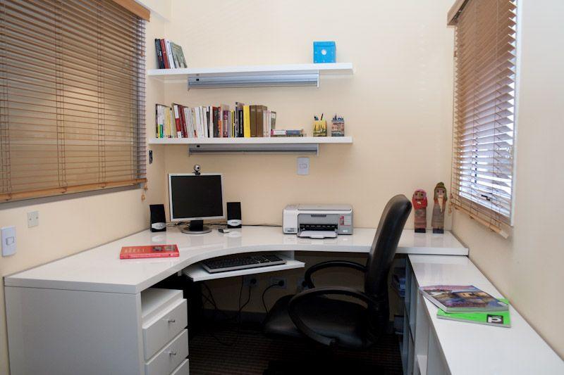 Muebles laqueados estantes con luz cajonera movil porta for Muebles laqueados