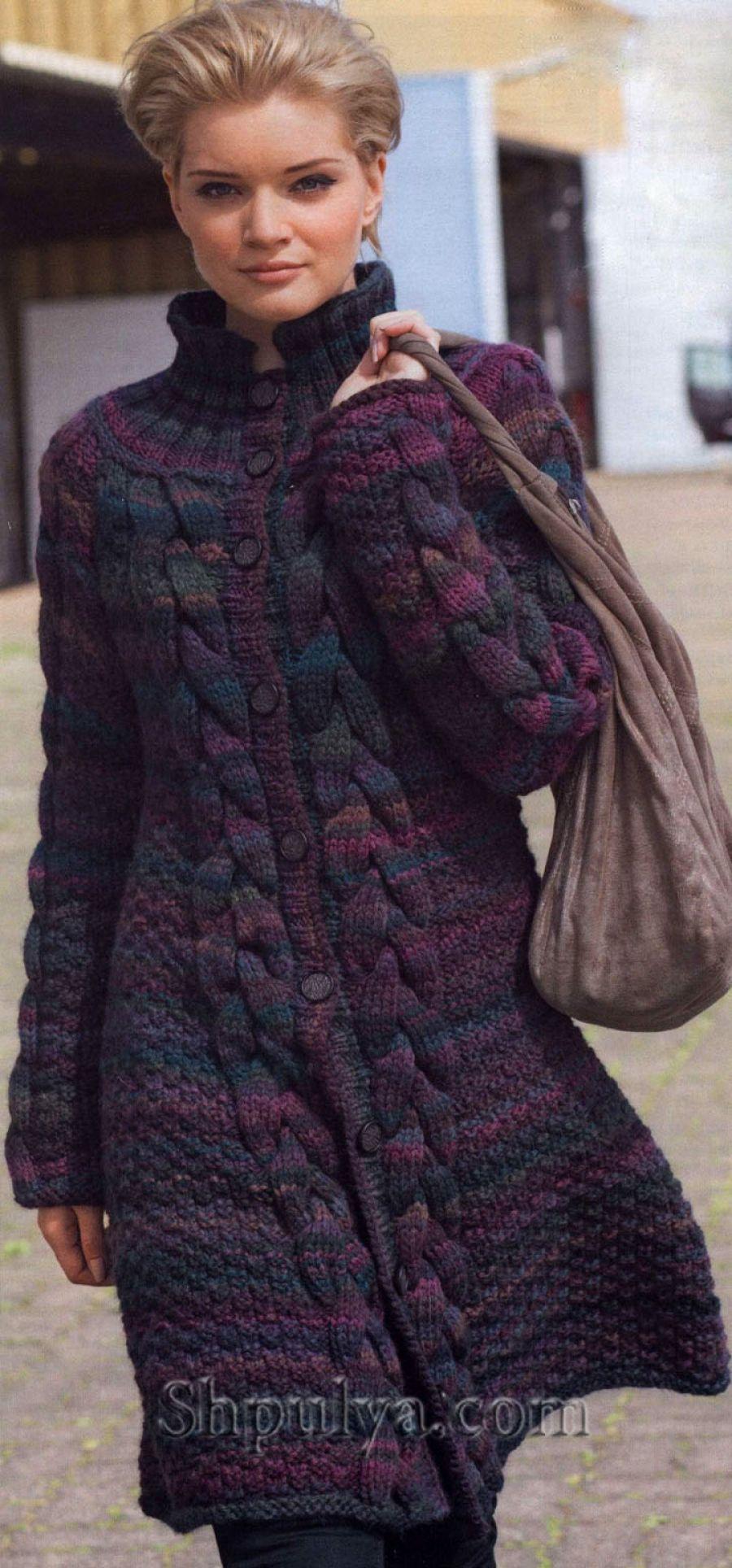 Меланжевое пальто с косами, вязаное спицами