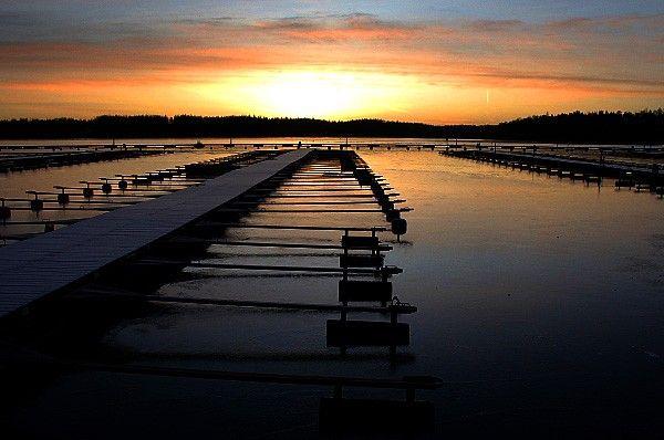 Kaunis merimaisema Espoosta auringonlaskun aikaan. Kyllä täällä kelpaa!