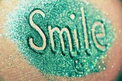 Glitter is one of my fav  things ever. Especially mint green. Sooooo cuuuute