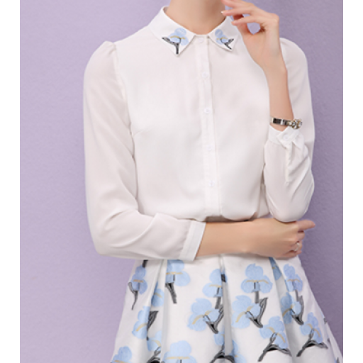 قميص نسائي شيفون بوردة زرقاء جميلة مميزة علي ياقة القميص قميص ابيض اللون بأكمام طويلة تنتهي بأزرار شفافة ال Long Sleeve Blouse Fashion Sleeve Blouse