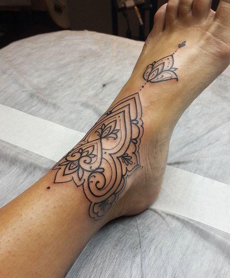 Pin Di S U L L E N U V O L E Su I N K E D Tatuaggi Cavigliera Tatuaggi Farsi Un Tatuaggio