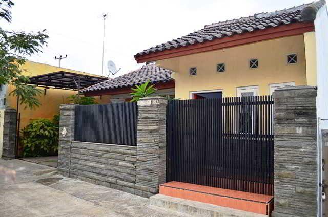 Cara Membuat Taman Kecil Di Depan Rumah  31 model pagar rumah minimalis cantik dari besi dan batu