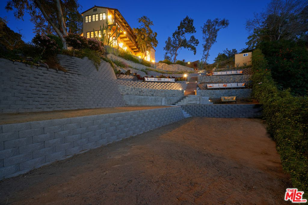 6233 Mulholland Hwy Los Angeles Ca 90068 Zillow Hollywood Hills Homes Zillow Los Angeles