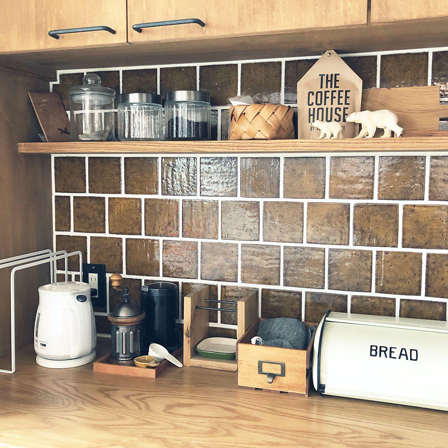 キッチン 飾り棚 電気ケトル 造作食器棚 キッチンタイル などの