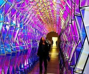 Olafur Eliasson is a one-way color tunnel, a spectacular ... Olafur Eliasson One Way Colour Tunnel