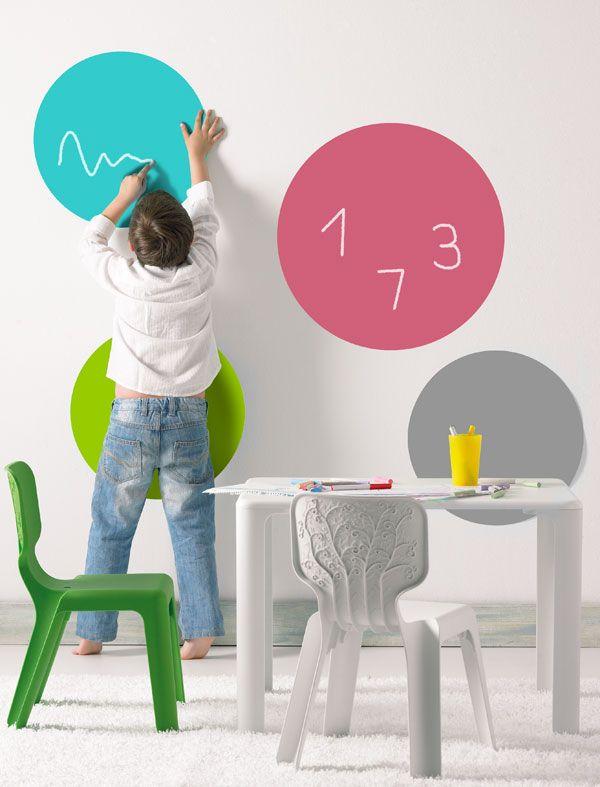 Decora la pared de su cuarto pintando círculos con pintura de ...