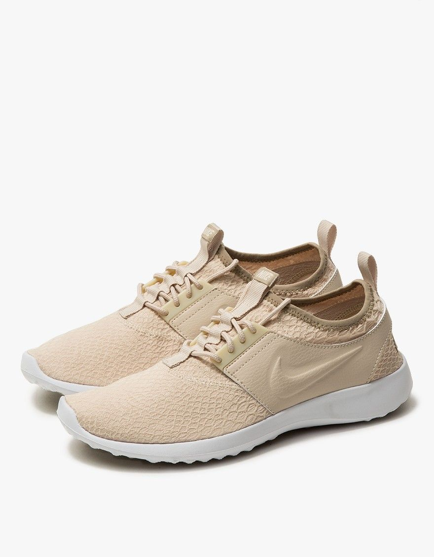 Lightweight runner from Nike. Oatmeal with Khaki details. Super-flexible  heathered fabric upper