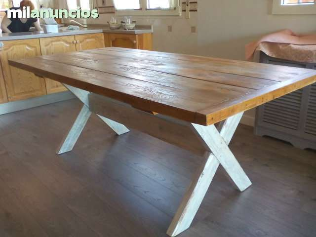 mesa de jardin de madera reciclada foto