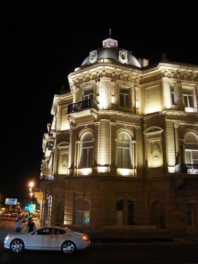 Photo Of 24 09 2011 Baku Bentley By Socar Bilding Azerbaijan Photo House Styles