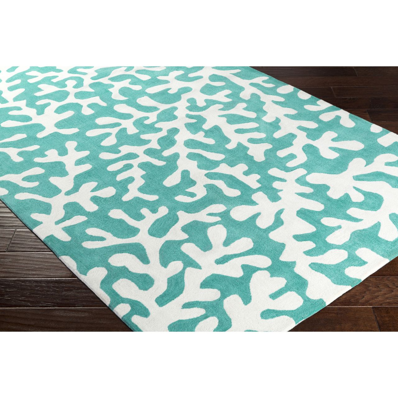 A Perennial Favorite Color Shade For Beach Homes This Teal Background Plush Area Rug With