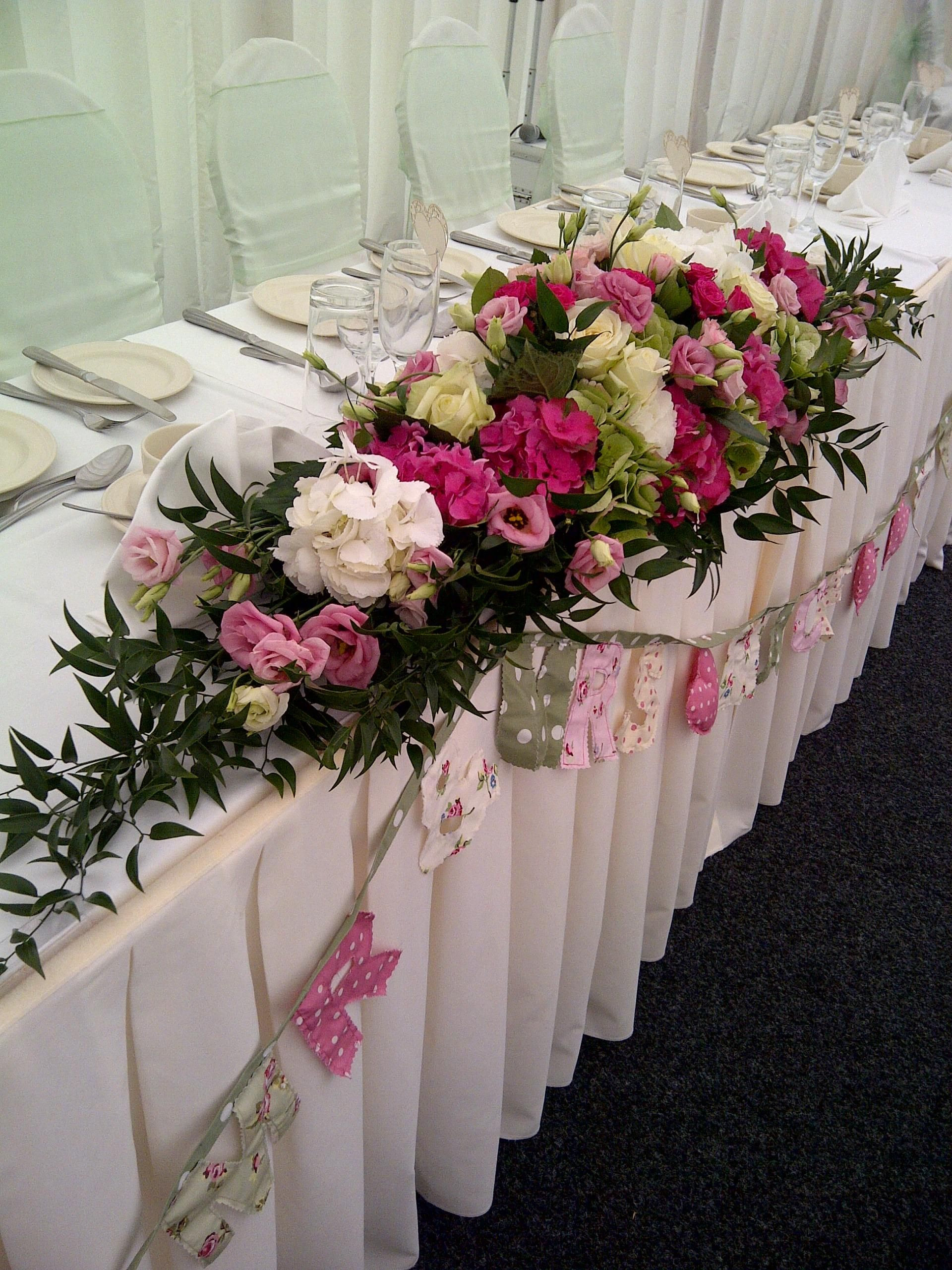 Flower table decorations - White Vase Coral Flowers Wedding Reception Wedding Flower Table Arrangements