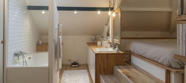 Combles aménagés  une chambre avec salle de bains Pinterest
