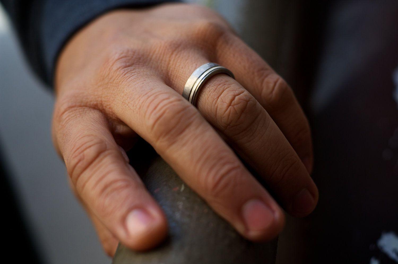 Men S Wedding Band Titanium Silver Hammered Ring Comfort Fit Titanium Wedding Band Mens Titanium Wedding Band Mens Wedding Bands