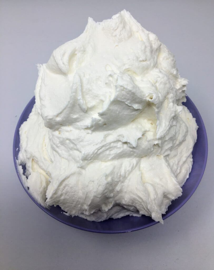 vegan marshmallow buttercream frosting only 3 ingredients vegetable shortening powdered sugar and smuckers marshmallow topping