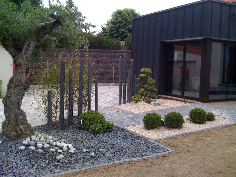 Amenagement Ardoise Vorgartenlandschaftsbau Amenagement Ardoise En 2020 Amenagement Paysager Devant Maison Decoration Jardin Exterieur Amenagement Jardin