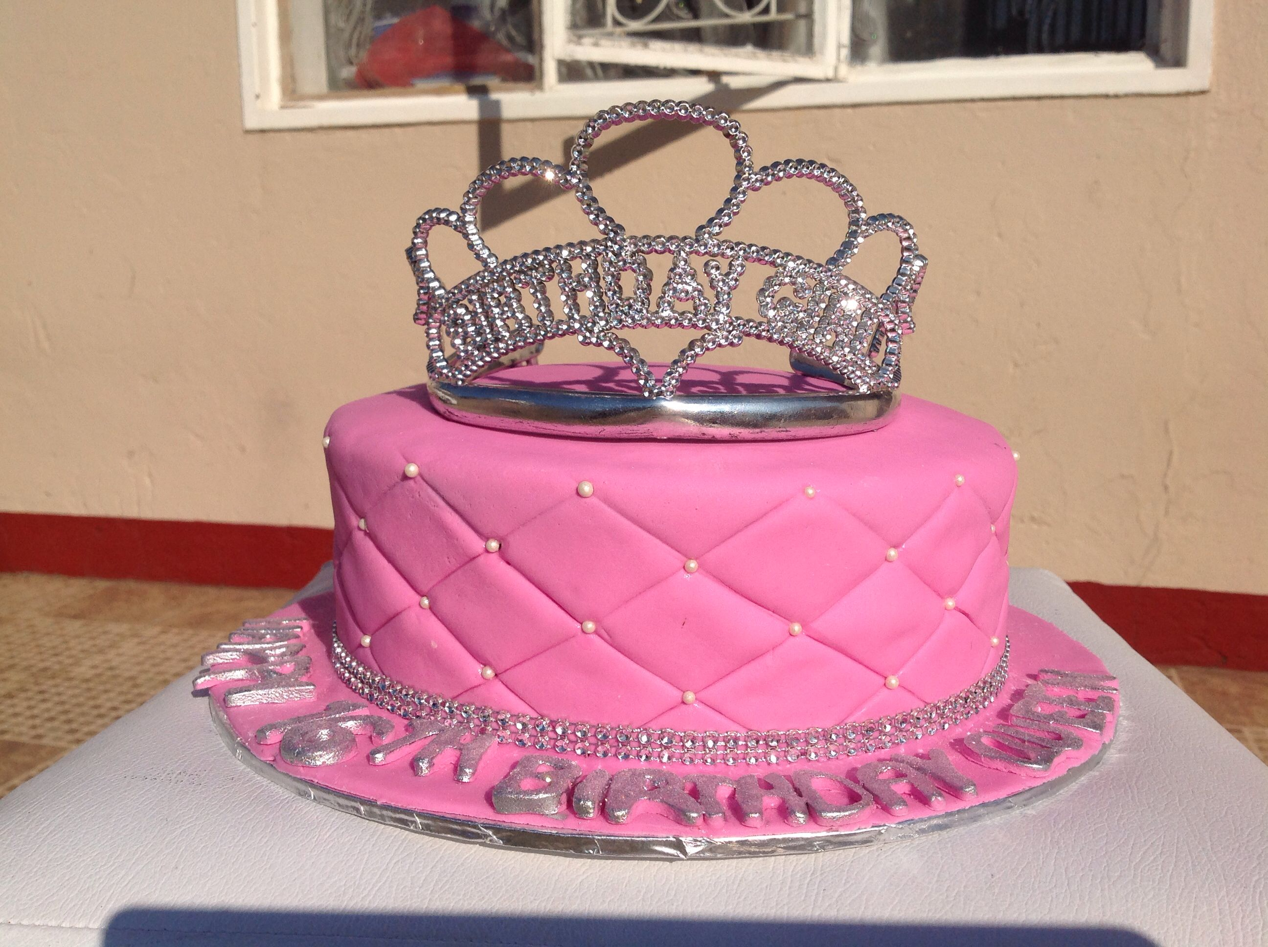 C60 Tiara-kakku. Tiara cake   Tiara cake, Cake, Desserts