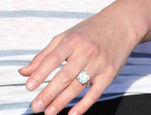 Lindsay Price Engagement Ring Size Celebrity Wedding Rings Huge Diamond Rings Engagement Ring Sizes