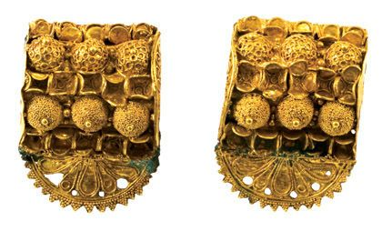 "Pair of ""bauletto"" Earrings, Middle of 6th c. B.C., Gold."