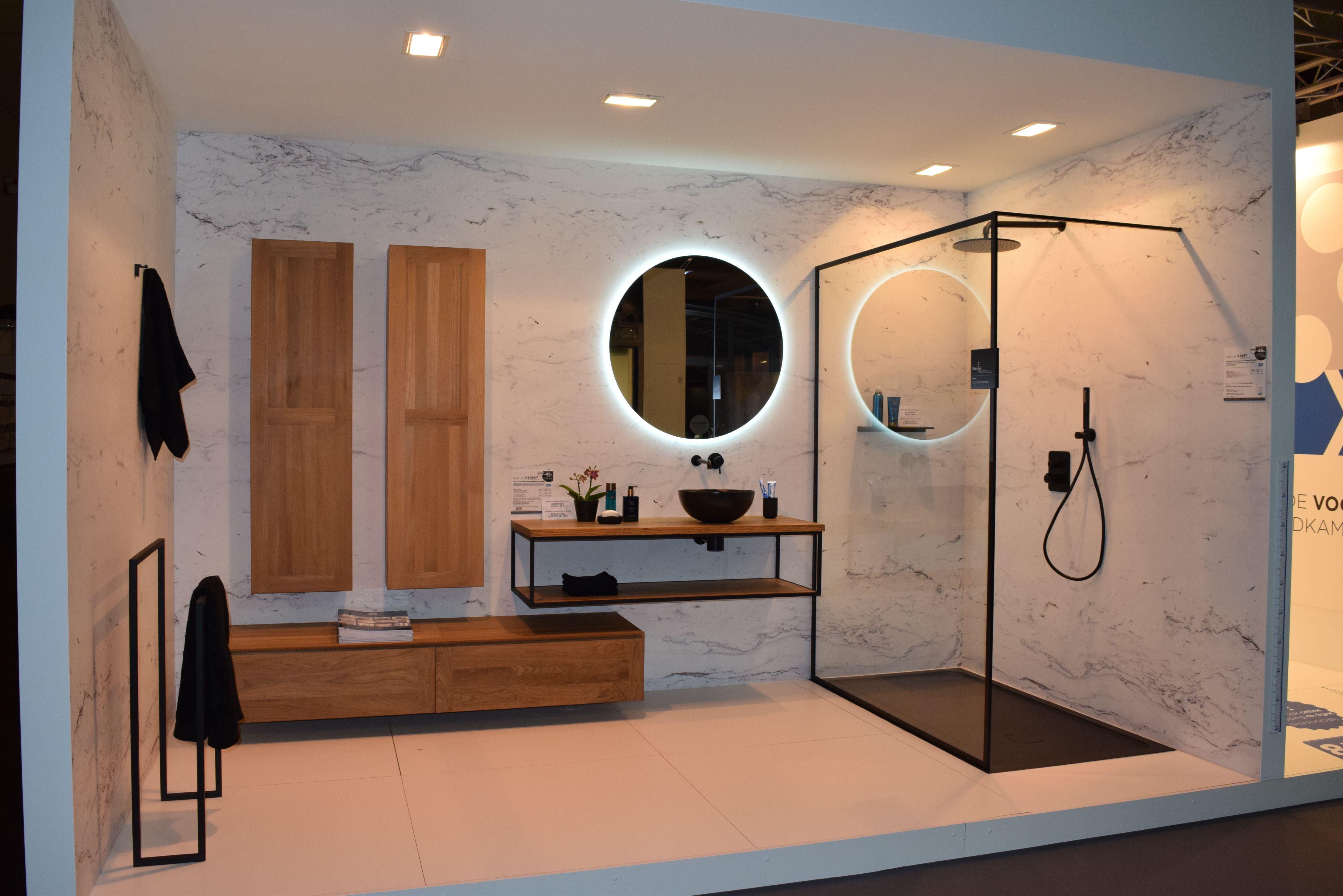 Spiegel Zwart Rond : Stijlvolle badkamer met diverse elementen de ronde spiegel met