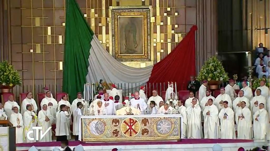 """CNN en Español on Twitter: """"El papa oficia misa en la Basílica de Guadalupe. Síguela en vivo: https://t.co/bT62CslYUb #FranciscoEnMexico https://t.co/aOExARw2vk"""""""
