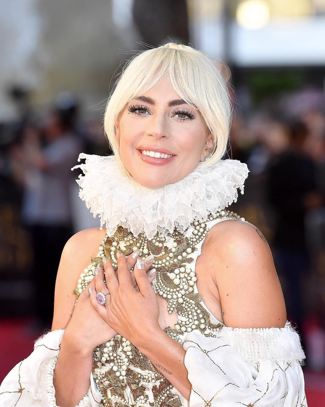 The 2 Hack Woman Gaga S Hairstylist Use To Preserve Her Updos In Place Beauty Hacks Check More At Https Hairfashion Tk T Lady Gaga Frisur Hochgesteckt Lady