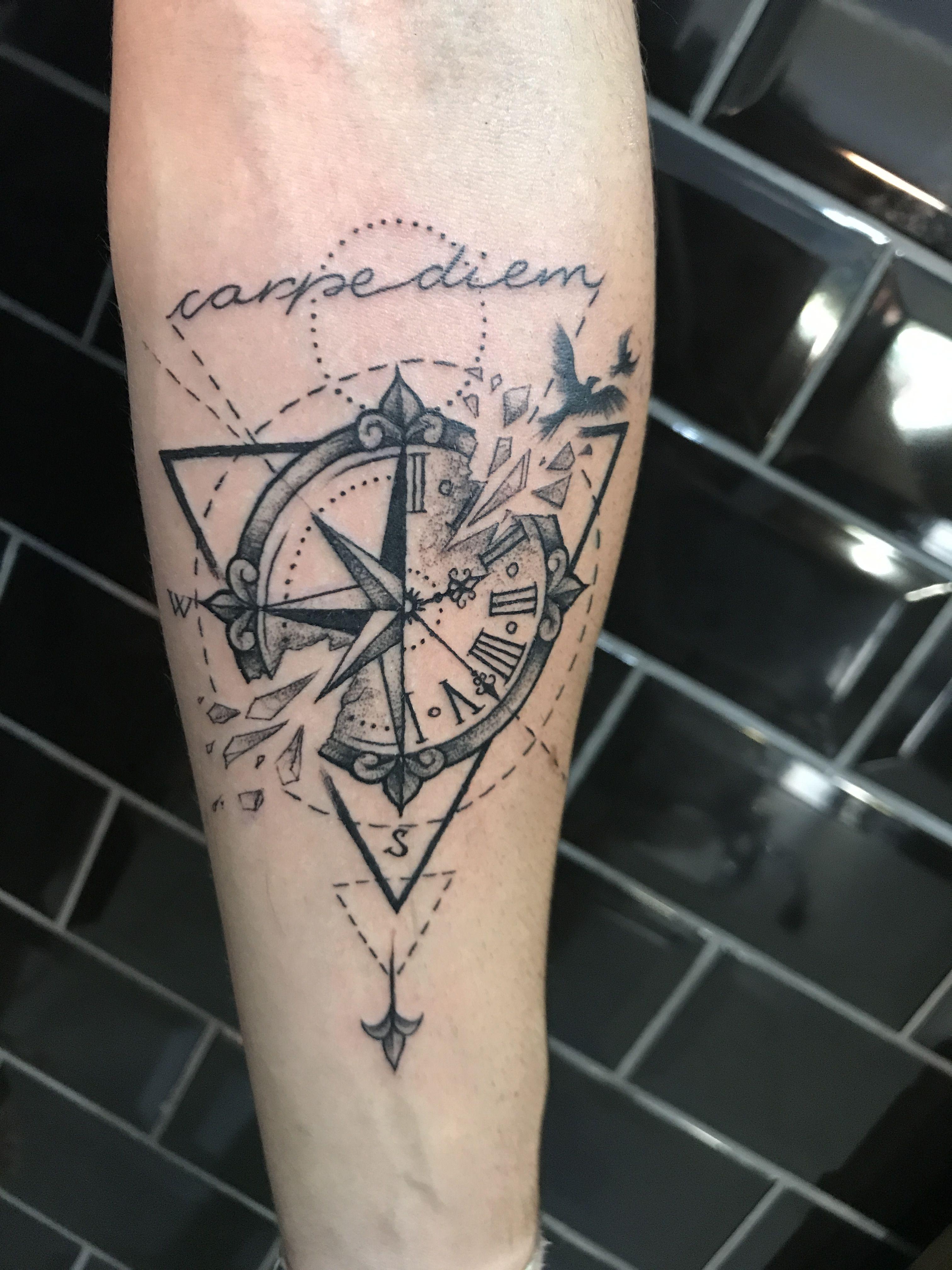 B ssola carpe diem tatuagem tattoos tattoo designs e for Tatoo bussola