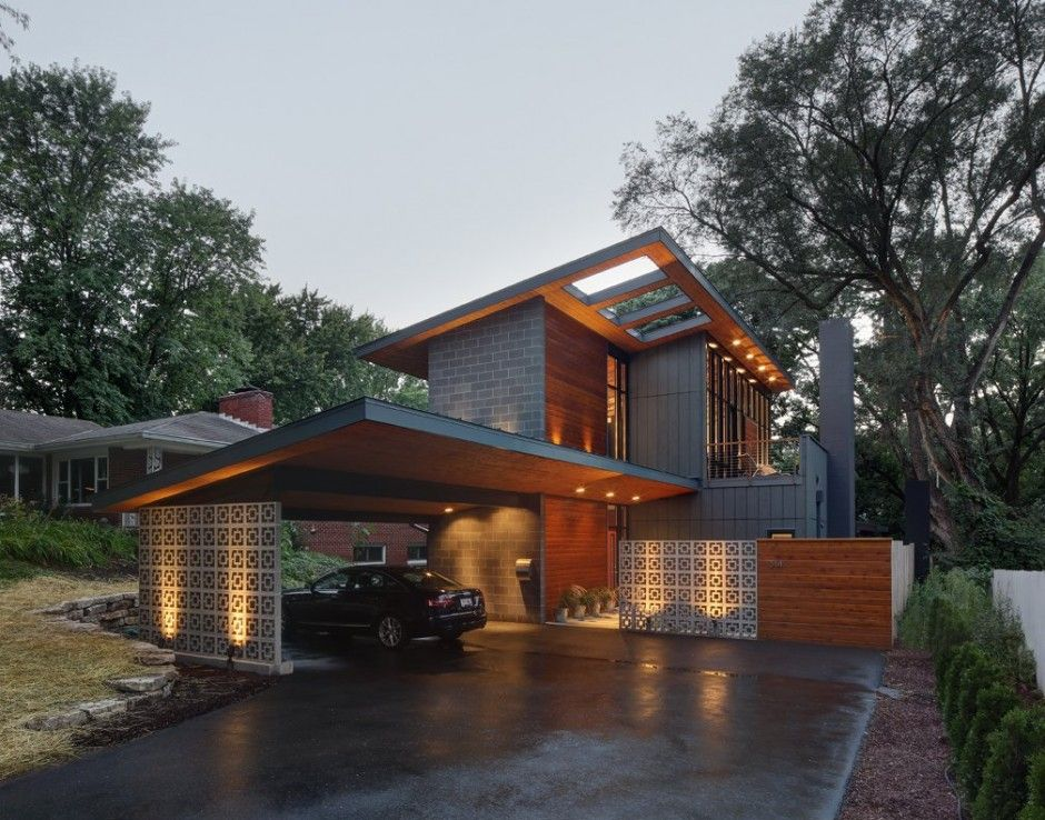 Warm Elegance Defining The Brand New Midvale Courtyard House In Wisconsin Freshome Com Mid Century Modern Exterior Modern Architecture Courtyard House