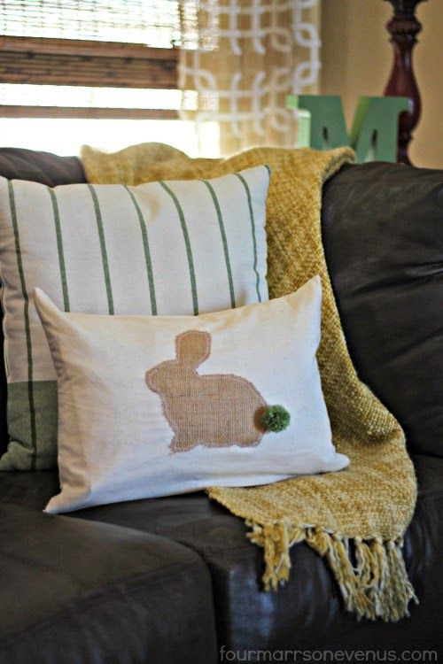 This sassy spring bunny pillow takes only ten minutes to make, and it's SOOO cute!