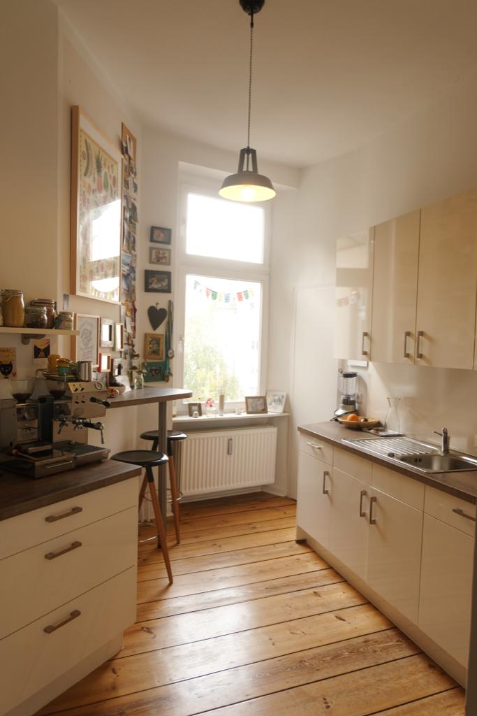 Wunderschone Helle Kuche In Altbauwohnung Komplett Saniert In 2014 Vollstandig Mobliert Ab Dezem Kleine Wohnung Kuche Wohnung Kuche Altbauwohnung