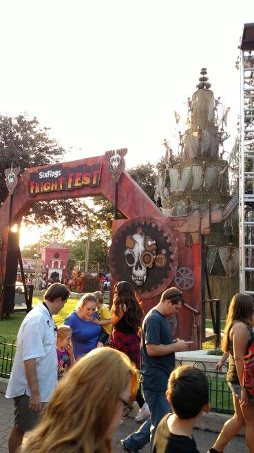 Fright Fest 10 3 15 Six Flags Over Texas Six Flags Over Texas Haunted Places Six Flags
