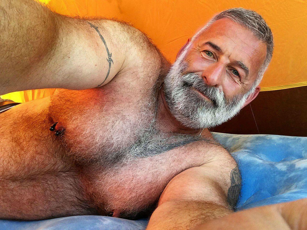 Фото волосатый дед, Старый толстый бородатый дед. Волосатая грудь 24 фотография