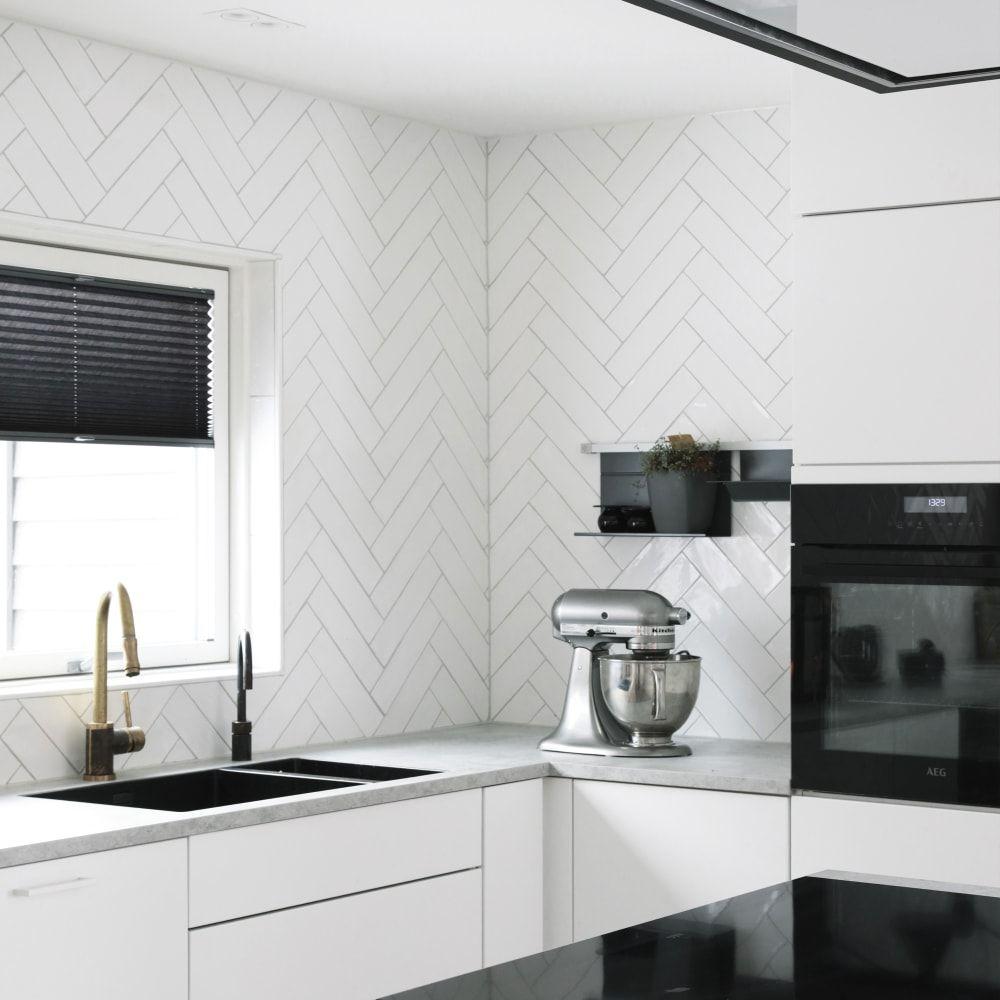 Photo of Devon Super White 7.5X30 kjøkken- og baderomsfliser